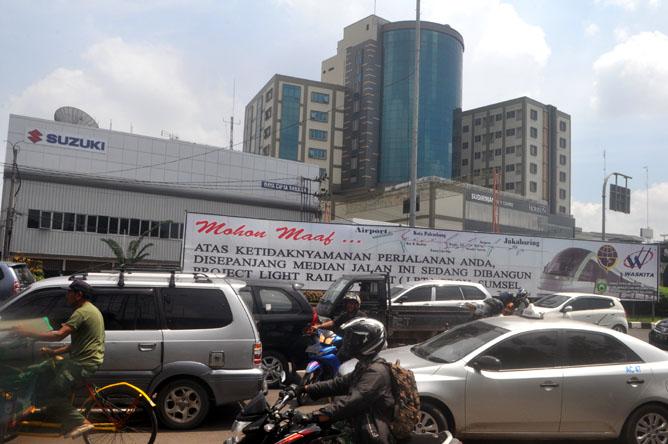 Macet salah satu yang dialami Kota Palembang. (Foto-sn/Ferdinand Deffryansyah)