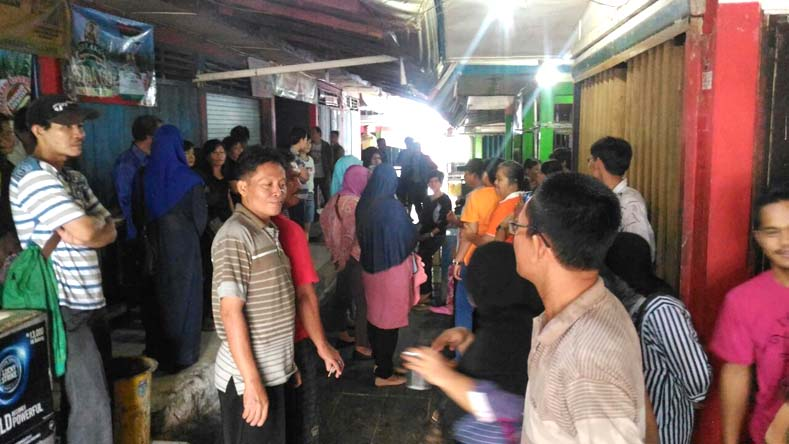 Para pedagang pasar Padang Selasa saat mendatangi kantor PD Pasar Palembang Jaya di pasar gubah Palembang, Rabu (911).(Foto-Istimewa)
