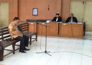 SIDANG- Nampak terdakwa Zulfikar Muharrami saat menjalani sidang perdana di PN Tipikor Palembang. (Foto-ist)