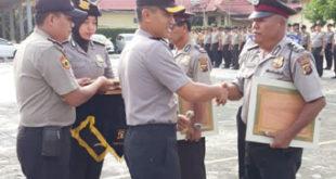 Personil Berprestasi  dan Purna Tugas  Dapat Penghargaan