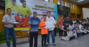 450 Sertifikat Coaching Clinic Festival Sepakbola Alex Noerdin Cup 2019 Diberikan ke Anak-anak di OKU